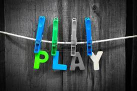 play_blue-clothespins